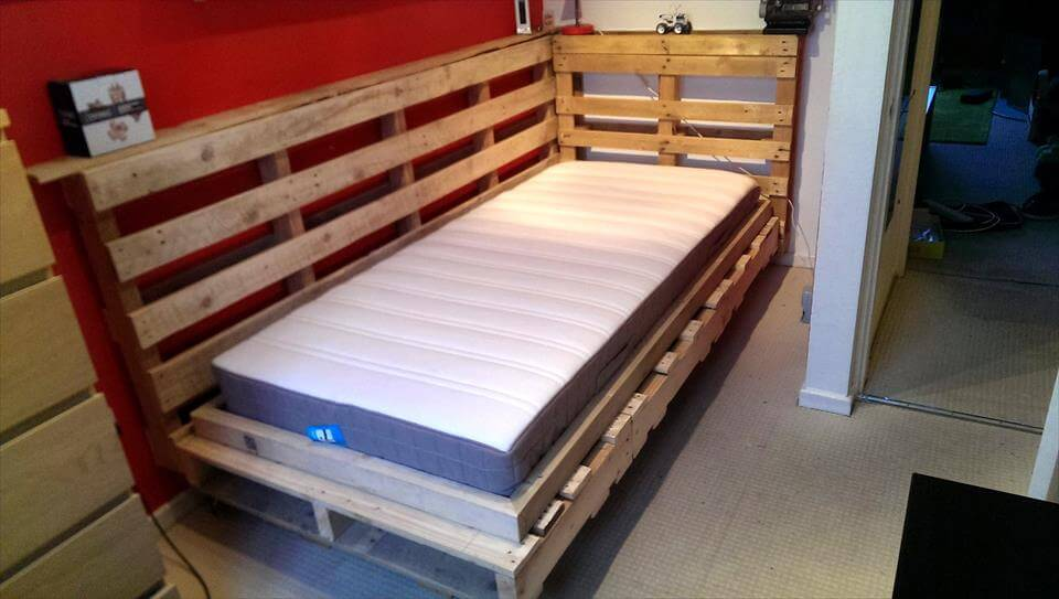Diy Pallet Bed Design For Corner Pallets Pro