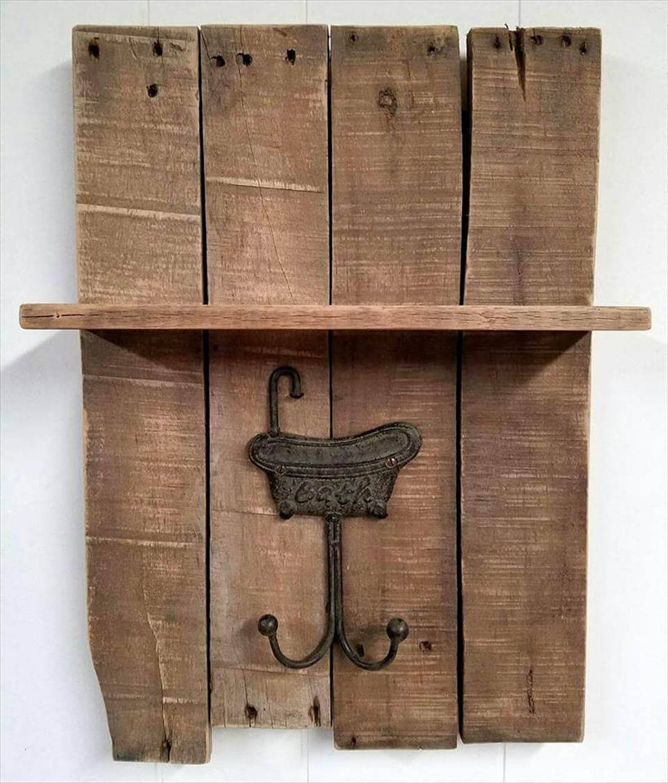 diy pallet towel rack with a shelf pallets pro. Black Bedroom Furniture Sets. Home Design Ideas