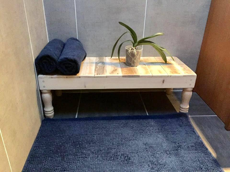 pallet bathroom table