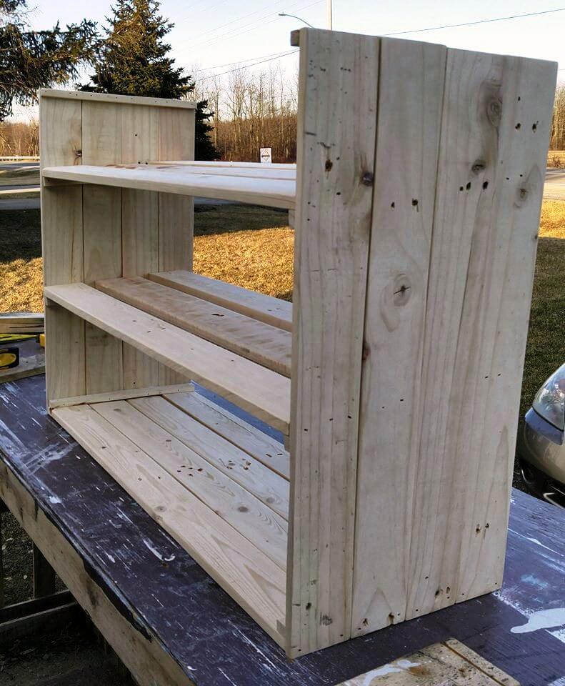 re-purposed pallet shoe rack