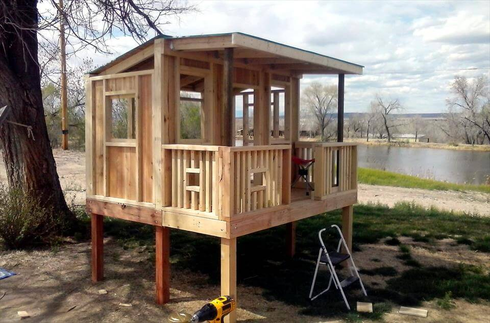 no-cost pallet raised kids playhouse